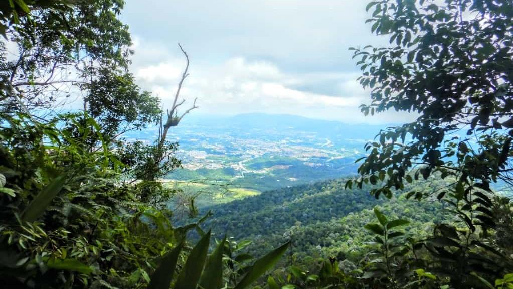 アンシ山頂上から見える眺め
